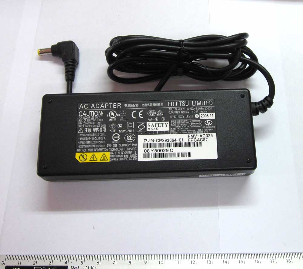 AC ADAPTER AMILO M1425